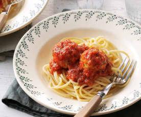 Almôndegas de frango com molho de tomate e esparguete