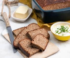Pszenno-żytni chleb z naczynia kamionkowego