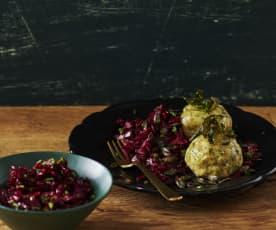 Käseknödel mit Rotkohl-Rote-Bete-Salat