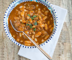 Beans with beef in tomato sauce (fasouliah)