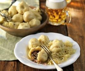 Selchfleischknödel mit Sauerkraut