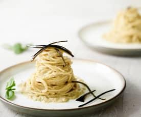 Nido de espagueti con crema de berenjena