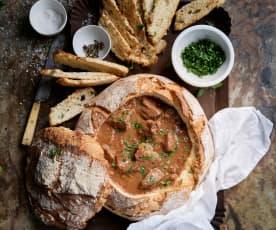 Kalbseintopf im Brot