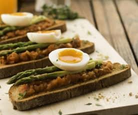 Bruschetta de espargos e ovos quentes