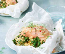 Papillotes de saumon, couscous et épinards