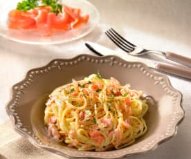 Linguine with salmon and herbs
