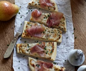 Mini-Pizzen mit Birnen und Schinken