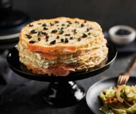 Gâteau de crêpes au saumon mariné, salade de crudités