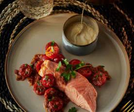 Lachs mit Teriyaki-Mayonnaise und Tomatensalat