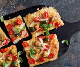 Pizza con masa madre, cherrys y calabacín salteado