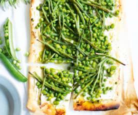 Pizza aux légumes verts, herbes et ricotta