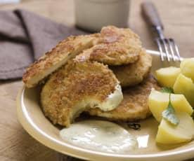 Sellerieschnitzel mit Parmesan-Panade und Joghurtsauce