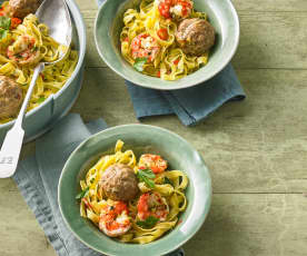 Tagliatelle aglio e olio mit Hackbällchen und Garnelen