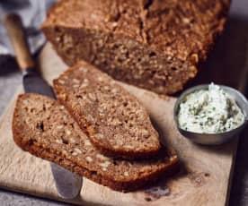 Weizen-Roggen-Brot aus dem Römertopf