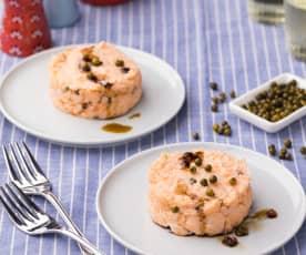 Tartare di baccalà e salmone con salsa di soia ai tre pepi
