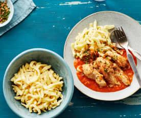 Hähnchen mit Spätzle und Tomaten-Sahnesauce