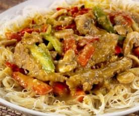 Rýžové nudle s hovězím a zeleninou