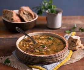 Zupa fasolowa na wędzonych żeberkach