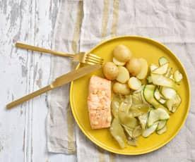 Salmão com batata nova e legumes de verão