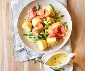 Ziemniaki z fasolką, szynką i sosem berneńskim