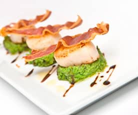 Scallops with pea purée