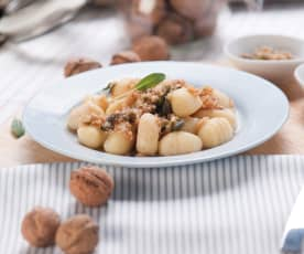 Gnocchi z masłem orzechowo-szałwiowym