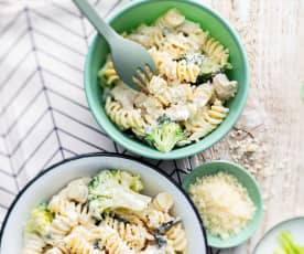 Baby-friendly Creamy Chicken, Broccoli and Spinach Pasta