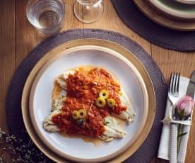 Filetto di pesce al vapore con salsa al pomodoro e olive