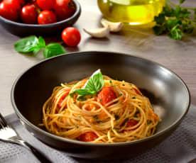 Spaghettini cu usturoi, ulei și roșii cherry