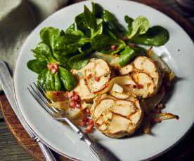 Breznknödel mit Feldsalat und Speck