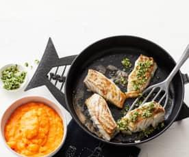 Süßkartoffelpüree mit gebratenem Fisch