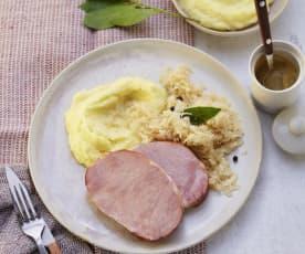 Kasseler mit Sauerkraut und Kartoffelpüree
