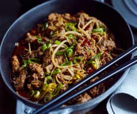 Rindfleisch mit Enoki in feuriger Sauce (肥牛金针菇)