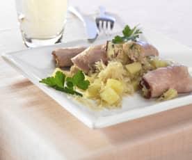 Kasseler-Röllchen auf Sauerkraut-Kartoffel-Beilage