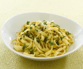 Tagliatelle mit Pistazien-Pesto und Zitrone