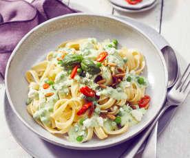 Lauwarme Pasta mit Erbsen in Joghurt-Feta-Sauce