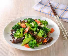 蒜味木耳炒花椰菜