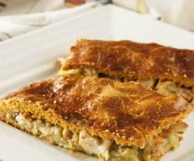 Empanada rellena de patata, pulpo y langostinos