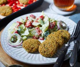 Quinoa-Köfte mit Salat