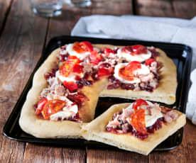Pizza Gourmet con 'Nduja, tonno e composta di cipolle