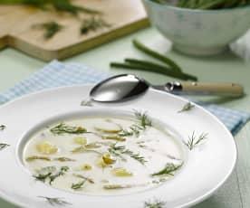 Fazolková polévka s koprem a vejcem