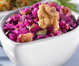 Rotkohl-Birnen-Salat mit Walnüssen