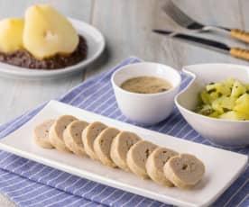 Salsicciotti di pollo con salsa ai funghi, insalata di patate e pere al cioccolato