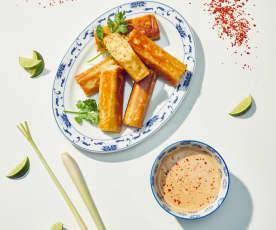 Reis-Röllchen mit Erdnussdip