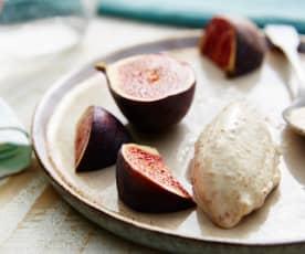 Figues à la cardamome et glace au yaourt (sous-vide)
