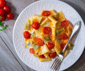 Pappardelle al basilico con sugo di pomodorini
