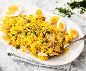 Arroz al curry con pescado ahumado (kedgeree)