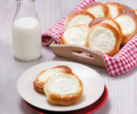 Brioche buns with cheese