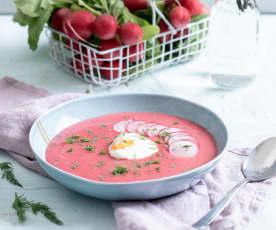 Zupa z rzodkiewkami i jajkami w koszulkach