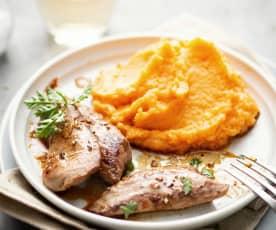 Aiguillettes de canard marinées, sauce au miel et purée de patates douces aux pois chiches